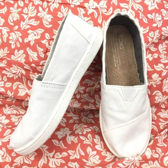 c24684efdd9 Toms Youth Classic White White Slip on Shoe